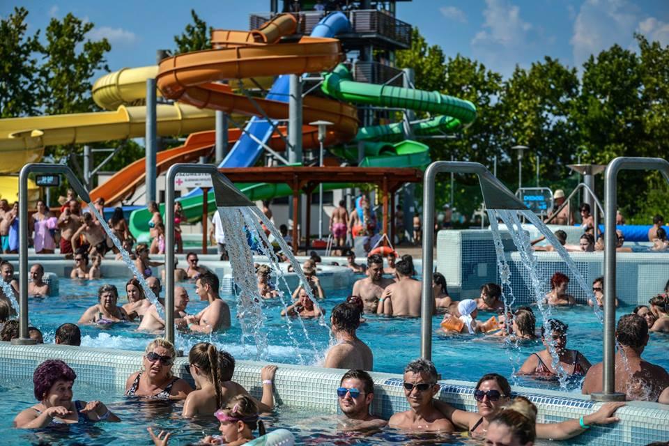 Ma, augusztus 10-én mehetnek be ingyen a fürdőbe a nagycsaládosok.