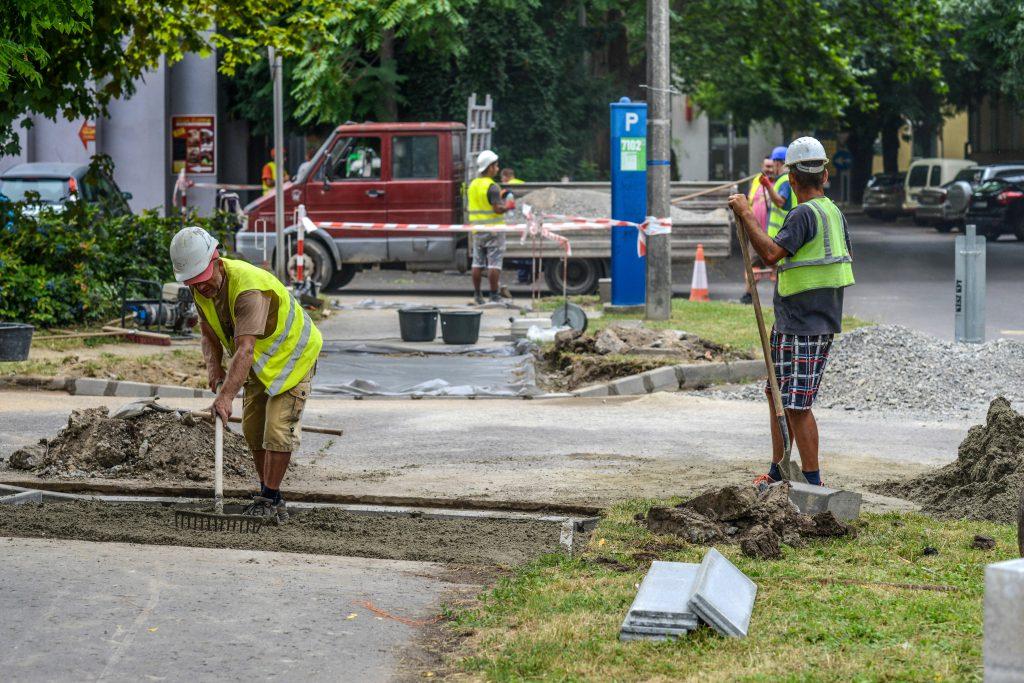Négy helyen folytatódik a járdaszakaszok felújítása