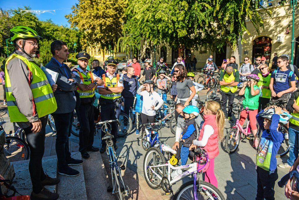 Sok kerékpáros, jó hangulat a közös bringázáson