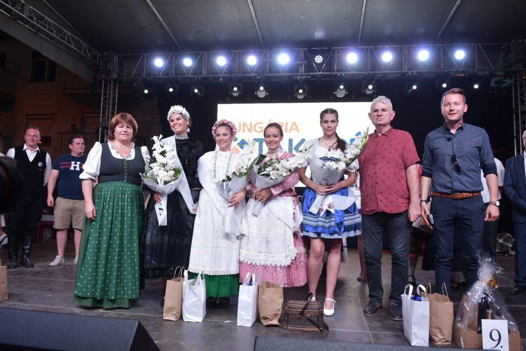 Sváb lányok közül választották ki a legszebbet