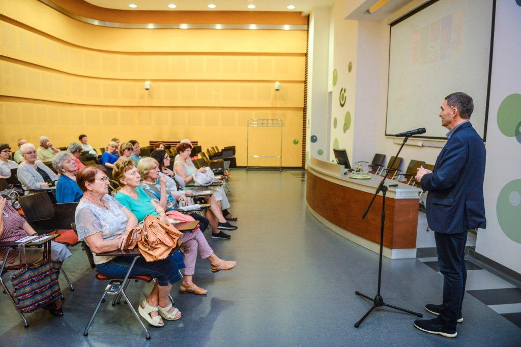 Az önkormányzat elképzeléseit tárta a nyugdíjasok elé a polgármester